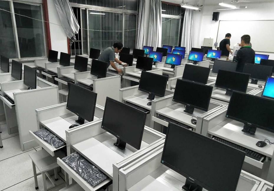 西安交大多媒体德赢体育平台下载安装屏风桌教室