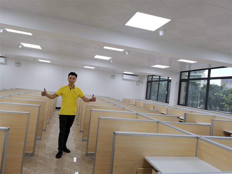 广州仲恺农业学院多媒体德赢体育平台下载安装屏风桌教室