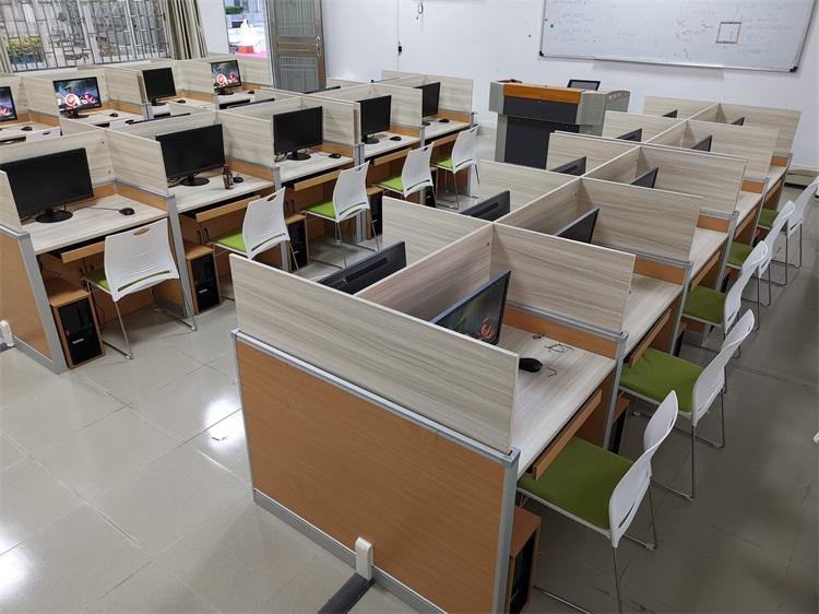 广东交通运输学校多媒体德赢体育平台下载安装屏风桌教室
