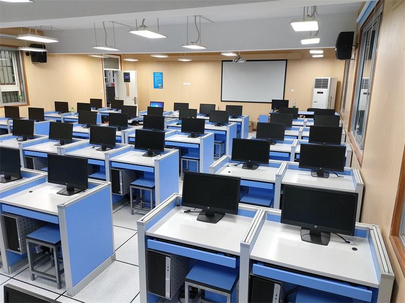 上海沪东外国语学校德赢体育平台下载安装屏风语音教室