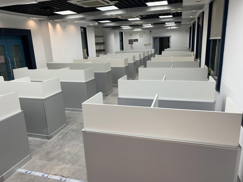 广州市电子信息学校德赢体育平台下载安装屏风语音教室