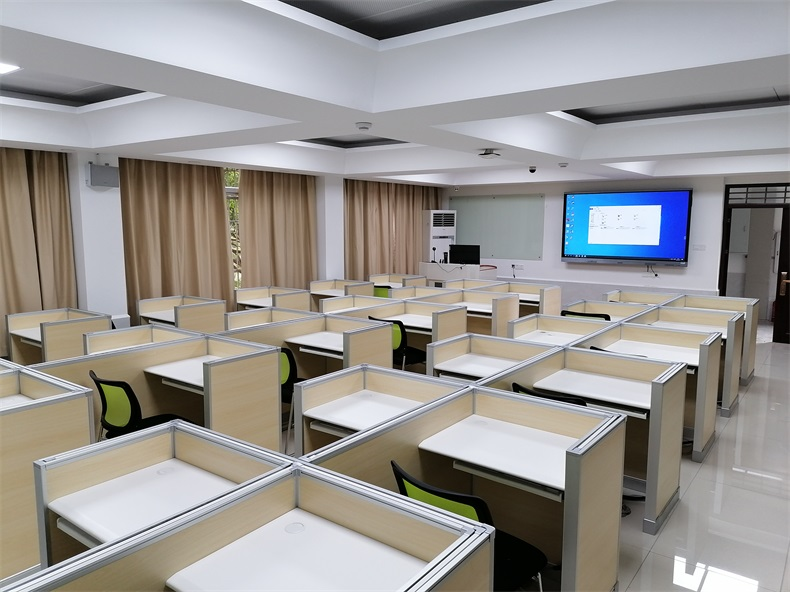 厦门大学智能德赢体育平台下载安装屏风语音教室